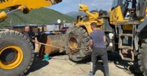 Zosadenie pneumatiky z nakladaču (Zn. hlavne rýchlo)