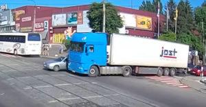 Kedy ťa kamionista na ceste nevidí? Vodiči opäť doplatili na mŕtvy uhol