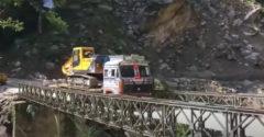 Most neudržal nápor nákladiaku s bágrom (Kolaps)