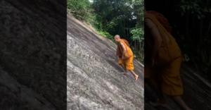 Šaolinský mních si pomýlil kopec s rovinou (Bez lana a naboso)