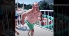 Dedka vyhecovali k tomu, aby spravil salto z mostíka