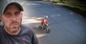 Dieťa každý deň jazdilo po jeho pozemku. Majiteľ mu pripravil závodný okruh
