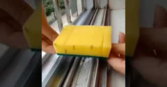 Jednoduchý trik, ako za krátku chvíľu dôkladne vyčistiť okenný profil