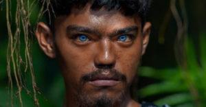 Muž nafotil neobyčajný indonézsky kmeň, v ktorom sa pýšia magickými modrými očami