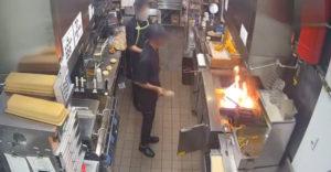 Na hasenie ohňa vo fritéze zvolil najhorší spôsob (Hodinová výpoveď)