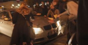 Vytretý vodič úmyselne vrazil do davu protestujúcich žien a ušiel (Poľsko)