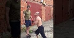 Majster čchi-kung ohýba roxor hrdlom (Rusko)