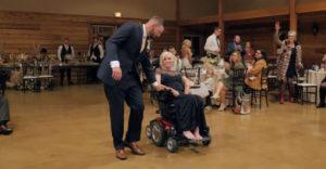 Mnohých dojal k slzám. Tanec ženícha a jeho ťažko chorej matky