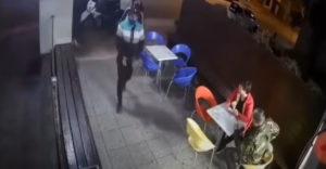 Dvaja banditi sa prerátali (Policajt v civile)