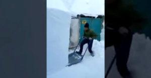 Odpratávanie snehu vo Švajčiarsku (Lopatu nepotrebuje)
