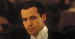 Herec, ktorý stvárnil boháča Cala v Titanicu prišiel po 23 rokoch od premiéry o vlasy, nie však o šarm