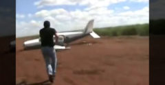 Zastavenie lietadla drogového kartelu počas vzletu (Ako z filmu)