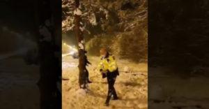 Policajná brutalita voči nevinným deťom na ulici
