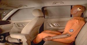 Prečo si treba zapínať pásy aj na zadných sedadlách
