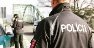 Že podľa akého zákona? Polícia vyškolila internetových hrdinov, ktorí odmietajú dodržiavať opatrenia