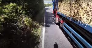 Kamionista si s cyklistom ťažkú hlavu nerobil (Pohladenie smrti)