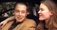 Mladý Elon Musk si preberá svoj nový McLaren F1 (1999)