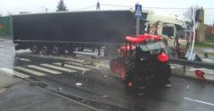 Kamión to vpálil priamo do traktora (Vymýšľal, až dovymýšľal)