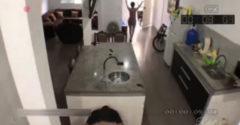 Keď manžel príde zo služobky skôr (Schovávačka v kuchyni)