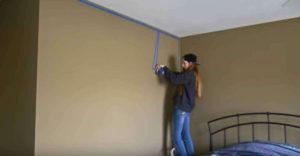 Steny jej pripadali nudné, tak vzala do rúk maliarsku pásku a začala čarovať. Výsledok ohromil aj samotnú autorku