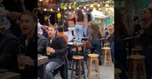 Život v Izraeli po preočkovaní obyvateľstva (Oslavujú naplno)