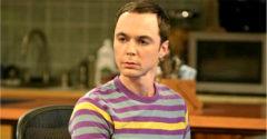 Viac ako 10 rokov tajil, že je homosexuál. Predstaviteľovi Sheldona ťahá na 50-tku