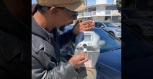 Muž ukázal techniku na nekonečné parkovanie zadarmo (Venice Beach)