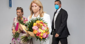Svoje narodeninové kvety si Zuzana Čaputová nenechala. Svoju misiu vraj neskončili a poputovali úplne inde