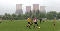 Počas futbalového zápasu zbúrali 4 chladiace veže elektrárne