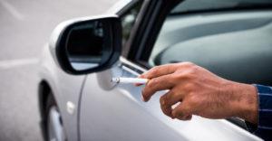 Ako vidí zákon fajčenie za volantom? V niektorých momentoch vás to môže vyjsť draho