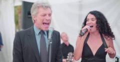 Keď sa medzi svadobnými hosťami objaví aj skvelý Jon Bon Jovi