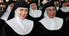 Mníška okradla školu o viac ako 800 000 dolárov v priebehu 10 rokov. Všetky peniaze minula na jednom mieste