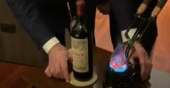 Otváranie vína z roku 1961 za 12 000 dolárov