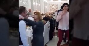 Žiarlivá manželka na svadbe (Zmizni mrcha)