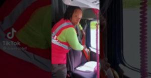 Vodička nákladného vozidla ukazuje, ako sa v noci chráni pred zlodejmi