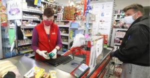 Obchodníci sa musia zbaviť zásob. Niektoré výrobky bežnej spotreby si už čoskoro nekúpime