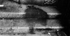 V sekunde sa vyparili. Vedci vysvetľujú, prečo po obetiach výbuchu v Hirošime zostali na chodníkoch tiene