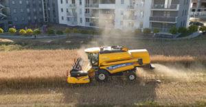 Farmár odmietol predať pôdu medzi bytovými domami (Radosť bývať)