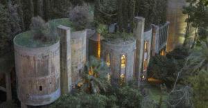 Architekt premenil starú cementáreň na svoj vlastný domov. Mnohých zaujme najmä interiér