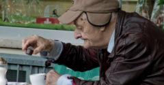 Dedko pil celý život kávu so soľou. Až po jeho smrti rodina zistila, prečo to skutočne robil