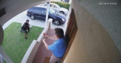 Zlodej vs. ozbrojený majiteľ (Kovbojka na dvore)
