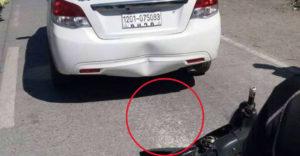 Vodič zúril, keď do jeho auta narazila motorka. Keď sa pozrel na asfalt, rozplakal sa