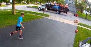 Chlapec hral basketbal, potom prešli muzikanti (Ako z filmu)